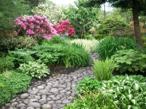 Natural-Stone-Set-Amazing-Way-To-Garden-Design-Ideas-With-Special-Interest
